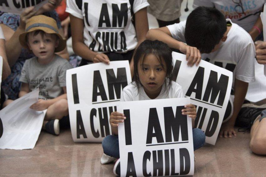Дети - превыше всего: юные нелегальные мигранты получили право на защиту